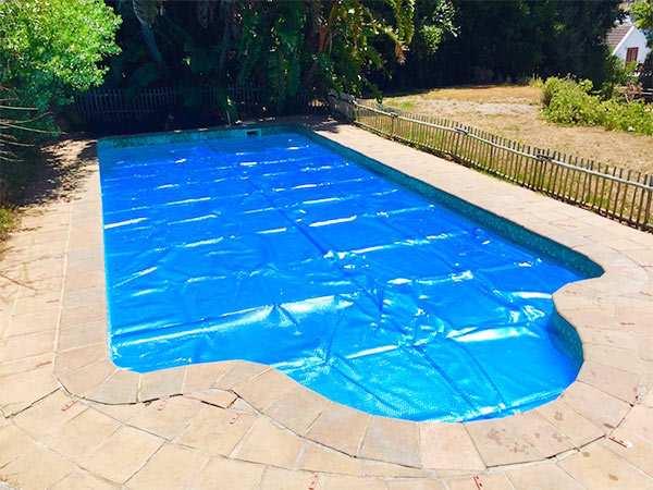 ahorrar agua en la piscina
