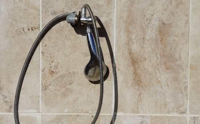 Eliminar el moho de la ducha