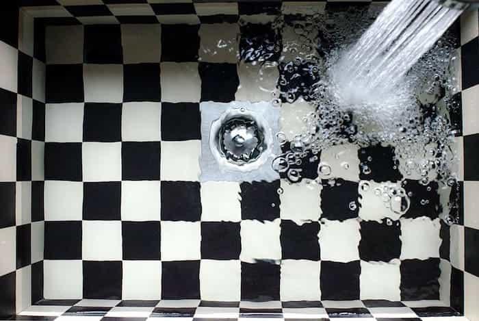 Instalar correctamente las tuberías de desagüe en un baño