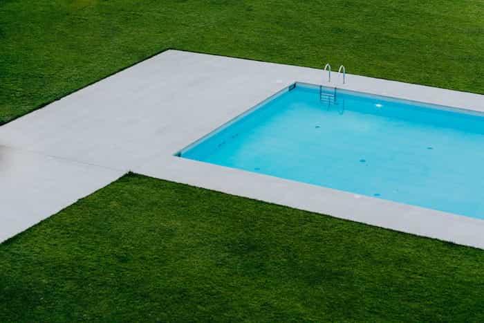 Effectuer l'installation de plomberie d'une piscine