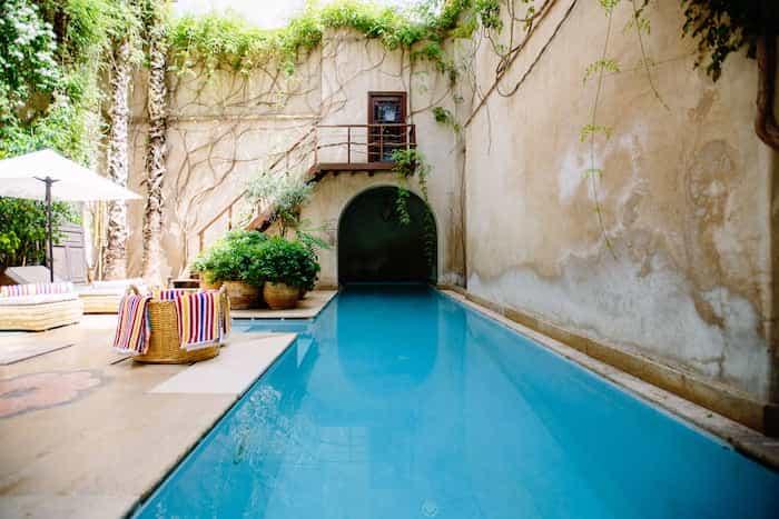 Instalación de las tuberías de la piscina