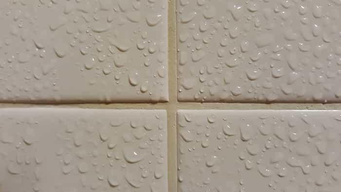 Condensación de vapor de agua en el baño