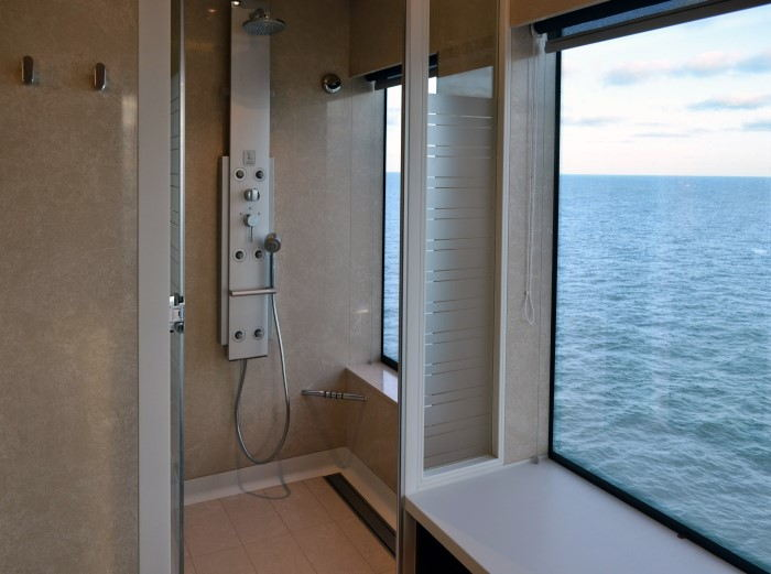 Cambio de bañera por cabina de hidromasaje en una casa en la playa