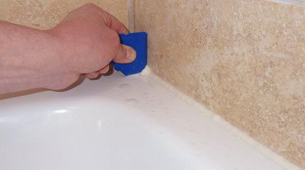 Quitar silicona de la bañera