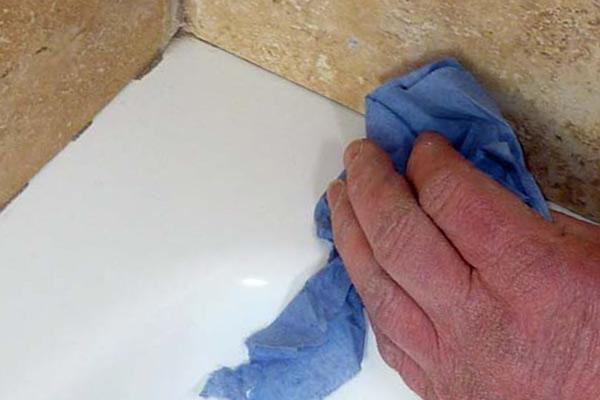 Productos para quitar la silicona de los baños